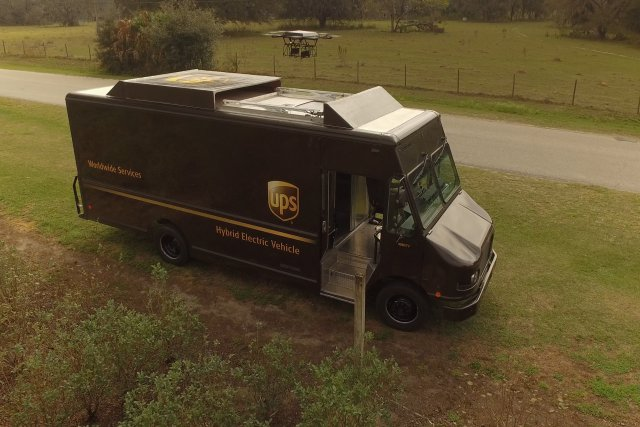 UPS_Package_Car_and_Drone
